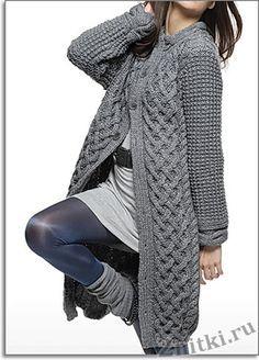 Стильное пальто стального цвета,борта украшены широкой полосой аранов.  Размеры: 1)34/36 – 2)38/40 – 3)42/44 – 4)46/48 – 5)50/52 Knitted Coat, Knitted Gloves, Mohair Sweater, Knit Cardigan Pattern, Crochet Cardigan, Knit Fashion, Sweater Fashion, Crochet Boots, Knit Crochet