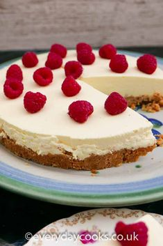 Easy Lemon Cheesecake is a hit for a summer dessert. Either on a buffet, at a party or for a family lunch. Make ahead for an easy pudding. #easydessert #lemoncheesecake