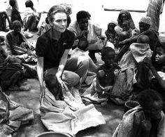 """UNICEF Ambassador Audrey Hepburn on her last UNICEF mission in war-torn Somalia, September """"I walked into a nightmare,"""" she said. """"I have seen famine in Ethiopia and Bangladesh, but I have seen nothing like this - so much worse than I could possibly Audrey Hepburn Unicef, Audrey Hepburn Children, Audrey Hepburn Photos, Robert Wolders, Famous Pictures, 24 September, Hollywood, Imagines, Children In Need"""