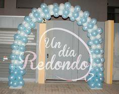 Arco para comunión realizado con globos. * Arc per a comunió realitzat amb globus.