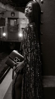 After returning to the Valentino runway for the first time in 14 years this January, Naomi Campbell fronts the brand's latest campaign. The supermodel appears in the VRING pre-fall 2019 handbag advertisements. Fashion Shoot, Fashion Week, High Fashion, Fashion Beauty, Naomi Campbell, Black Supermodels, Valentino Clothing, Valentino Bags, Ugly To Pretty
