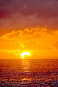 Chronicles of a Love Affair with Nature ✯ Ocean Sunset This image has get . Amazing Sunsets, Amazing Nature, Pretty Pictures, Cool Photos, Ocean Sunset, Ocean Ocean, Beautiful Sunrise, Beautiful World, Beautiful Places