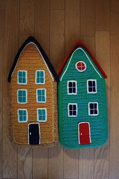 (*Inspiration only) Little crocheted houses found at 203gow's photo page on the Japanese website pics.livedoor.com