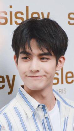 Korean Men Hairstyle, Song Wei Long, Cute Songs, Korea Boy, Korean Fashion Men, Kpop Guys, Chinese Boy, Daily Pictures, Boy Hairstyles