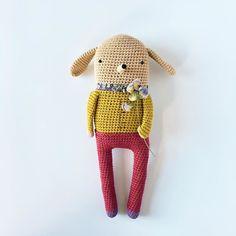 Adalbert a apporté des fleurs pour sa douce. Adalbert brought some flowers. #crochet #crochetaddict #amigurumi #amigurumilovers #weamiguru #weamigurumi #crochetlovers #häkelliebe #häkeln #haken #dmcnatura #libertyfabric #bloomandgrowtogether #yarnlove #woolcraft #szydełkowanie #amigurumigram #crochetgram #virking #crochetedwithlove #häkelnistyoga #eleonoreandmaurice