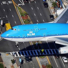 Landing on the runway, or shall we just take the highway? KLM B747 on a very low approach into LAX :) pic by @colombian_aviation #747 #boeing #B747 #boeing747 #boeinglovers #KLM #usa #california #losangeles #LAX #runway #aviapics4u #travel #aviation #plane #flight #airplane #instatravel #airport #avgeek #aircraft #planes #airplanes #instaplane #planespotting #megaplane #aviationlovers #planeporn #instagramaviation #spotting @klm
