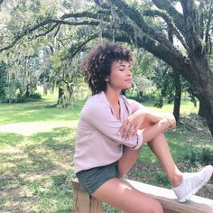 """5,051 Likes, 36 Comments - Doralys Britto  (@doralysbritto) on Instagram: """"For a minute there, I lost myself... . Por un minuto, me perdí. Amo la naturaleza. Es una terapia…"""" curly hair, short curly hair, curls, short curls, curly, curly girl, afro, cabello rizo, curls, big hair, natural hair."""