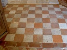 Another of the disadvantages that the terracotta tile floor is that if you have not received treatment from the first day they were placed, with the Floor Patterns, Tile Patterns, Terracotta Floor, Flagstone Flooring, Tiles For Sale, Damier, Kitchen Flooring, Modern Decor, Interior And Exterior