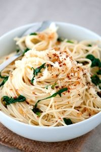 DeLallo Pasta Recipes: Roasted Garlic & Hot Pepper Capellini with Spinach. Capellini is my favorite pasta. Gourmet Recipes, Vegetarian Recipes, Dinner Recipes, Healthy Recipes, Meal Recipes, Yummy Recipes, Yummy Food, Easy Pasta Dishes, Pasta Recipes