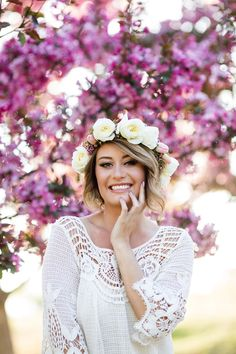 Spring portrait session in Calgary. Floral crown by Calgary wedding florist- Flowers by Janie. Made with tulips, garden roses and waxflower. www.flowersbyjanie.com Photo: @cassiescamera