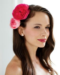 Two lush blooms plus two hairpins equals one alluring accessory