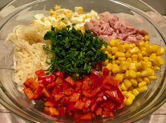 Sałatka selerowa z wędzonym kurczakiem Niesamowicie szybka w wykonaniu i bardzo smaczna sałatka z selerem konserwowym i wędzonym mięskiem z kurczaka. Składniki idealnie się uzupełniają, co sprawia, że sałatka jest naprawdę pyszna! Składniki: 1 słoik selera konserwowego 1 wędzona noga z kurczaka (lub filet) 4 jajka pół szklanki kukurydzy konserwowej 1 czerwona papryka pół pęczka … Cobb Salad, Salsa, Cabbage, Grains, Mexican, Rice, Vegetables, Ethnic Recipes, Food
