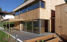 schickes landhaus im modernen alpenstil von regnauer. Black Bedroom Furniture Sets. Home Design Ideas