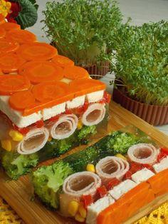 Galaretka z kurczakiem i szynką – KuchniaMniam Menu Simple, Slow Cooker Lentils, Cooking Recipes, Healthy Recipes, Polish Recipes, Best Appetizers, Vintage Recipes, Savoury Cake, German Recipes