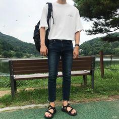 All Fashion, Asian Fashion, Mens Fashion, Fashion Styles, Vintage Men, Trendy Outfits, Black Jeans, Menswear, Ulzzang Boy