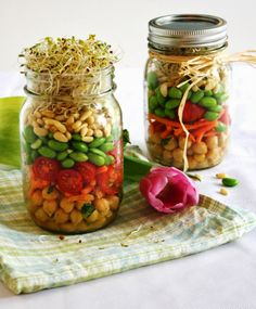 Sprouted Spring Salad in a Jar ~ a healthy, simple and beautiful gift idea. Mason Jar Meals, Meals In A Jar, Mason Jars, Veggie Recipes, Salad Recipes, Healthy Recipes, Clean Recipes, Salad In A Jar, Soup And Salad