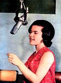 """cantar é um ato que se comete absolutamente só e eu adoro"""