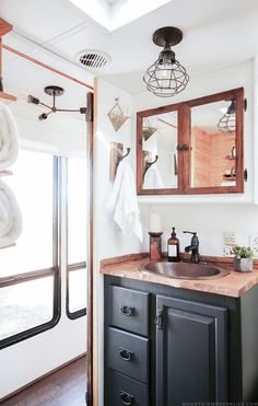 30 simple diy rv bathroom remodel ideas for amazing camper experience - Motorhome Interior, Trailer Interior, Rv Interior, Interior Ideas, Interior Design, Rv Bathroom, Modern Bathroom, Bathroom Hacks, Bathroom Ideas