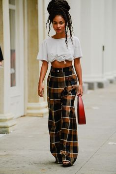 Black Girl Fashion Discover The Best Street Style From New York Fashion Week All the lewks you didnt see on the runway. Best Street Style, Street Style Outfits, New York Fashion Week Street Style, Cool Street Fashion, Mode Outfits, Street Style Looks, Girl Outfits, Cute Hippie Outfits, Black Girls Outfits