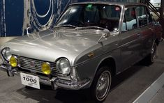 Subaru 1000 1967 FF vehicles straight-line stability of good horizontally opposed four-cylinder stable is 1100cc after it was outstanding, 1300cc and exhaust amount is up
