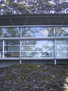 Simpson-Lee House. Mount Wilson, New South Wales, Australia. Glenn Murcutt. 1989 Flat Roof House, Contemporary Homes, South Wales, Facades, Devil, Architecture, Contemporary Houses, House Facades, Modern Homes