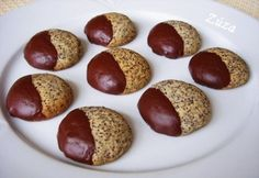 Omlós mákos keksz Best Cookie Recipes, Real Food Recipes, Yummy Food, No Bake Desserts, Dessert Recipes, Hungarian Recipes, Sweets Cake, Cookie Gifts, Wedding Desserts