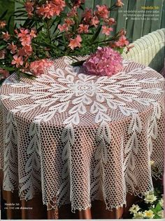 tapetes - angeles marin - Picasa Web Albums...beautiful lace heart tablecloth!..free schema pattern!