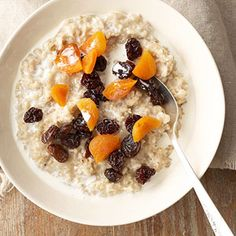 It's easy to make oatmeal for a quick breakfast or brunch food. Here's how to cook oatmeal from start to finish using rolled oats, quick-cooking rolled oats, or steal-cut oats. We've also included our favorite healthy oatmeal recipes for you to try.