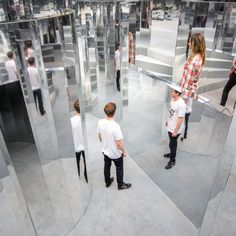 British set designer Es Devlin created a disorienting mirror maze inside a former warehouse in Peckham, London, which was perfumed with an exclusive Chanel scent. Mirror Room, Hall Of Mirrors, Mirror Mirror, Beyonce, Labyrinth Design, Space Man, Le Bourgeois Gentilhomme, Es Devlin, Mirror Maze