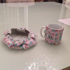 Caneca forrada com tecido e cestinha