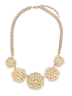 Make a grand entrance with this dazzling statement necklace. The bold focus here: the extravagant clusters of pearls with gold-tipped accents strung along a gold chain-link strand.