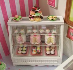 """Little Things By Anna: """"A Little Slice Of Heaven"""" Mini Bakery. Polymer Clay Miniatures, Dollhouse Miniatures, Dollhouse Ideas, Cupcake Shops, Doll Shop, Miniature Food, Miniature Crafts, Mini Foods, Occasion Cakes"""