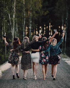 Group Picture Poses, Photo Poses, Foto Wedding, Wedding Girl, Bridal Shower Photography, Wedding Photography, Friend Poses Photography, Friendship Photography, Bridal Portrait Poses