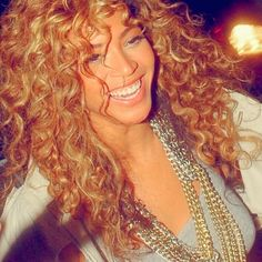 Really Beauty! This is one of the most popular curly hair style on Pinterest from Beyonce, a lot people love this sexy long hair, so do I! Her sexy curls were started from her roots and continued right down to her ends to allow maximum volume. This long curly hair style is great for oval, …