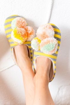 We let our hair down every now and then around the studio, and finally decided that a good pair of DIY pom pom slippers was needed! #sugarandcloth #diyslippers #pompom #pompomslippers #lounge Yarn Crafts For Kids, Crafts To Make And Sell, Easy Diy Crafts, Diy Craft Projects, Upcycling Projects, Craft Ideas, Decor Ideas, Pom Pom Slippers, Diy Schmuck