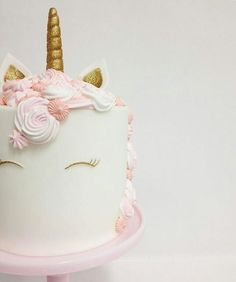 Adorable unicorn cake! / UNICORNS HAVE ALWAYS SORT OF FREAKED ME OUT EVEN WHEN I WAS A CHILD....BUT I ADORE THIS CAKE FOR AMARA'S 1ST!~