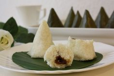 Lampet (Ombusombus): Sumatra steamed glutinous rice and coconut dumpling filled with palm sugar sauce.