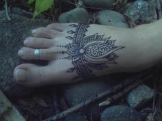 Sara's hennaed foot by Ravenbraids