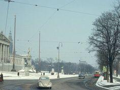 1970. Der Ring war damals noch in beide Richtungen befahrbar und wurde erst 1972 zur Einbahnstraße Vienna, Past, Old Things, Street View, Beide, History, City, Outdoor, Vintage