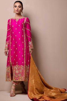 Meraki My pins Shadi Dresses, Pakistani Formal Dresses, Pakistani Dress Design, Indian Dresses, Indian Outfits, Pakistani Mehndi Dress, Dress Formal, Pakistani Fashion Party Wear, Pakistani Wedding Outfits