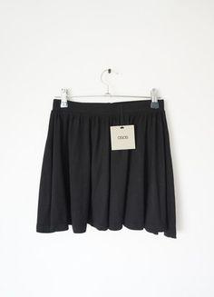 A vendre sur #vintedfrance ! http://www.vinted.fr/mode-femmes/jupes-patineuses/16198846-jupe-patineuse-noire-asos