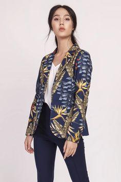 Ένας χώρος με ιδιαίτερα γυναικεία ρούχα και αξεσουάρ , με υψηλή ποιότητα και προσιτές τιμές. Έχουμε τα πιο στιλάτα είδη μόδας, μην ψάχνετε πουθενά αλλού, το Blush Greece είναι το δικό σας προσωπικό κατάστημα. Spandex, Things That Bounce, Jackets For Women, Kimono Top, Navy Blue, Blazer, Outfit, Sleeves, Clothes