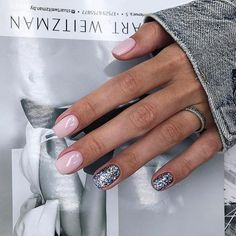 The advantage of the gel is that it allows you to enjoy your French manicure for a long time. There are four different ways to make a French manicure on gel nails. Love Nails, Pink Nails, Pretty Nails, My Nails, Silver Nails, Glitter Nails, Manicure Natural, Ombre Nail Designs, Nagel Gel