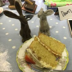 You can't have a workshop with some sustenance. the ladies who attended the needle felting workshop got to enjoy this scrumptious looking cake! Tea Cakes, Dressmaking, Needle Felting, Workshop, Paper Crafts, Sewing, Atelier, Tissue Paper Crafts, Paper Craft Work