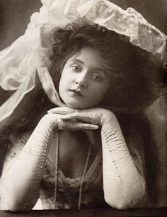 Actress Billie Burke, c. 1906. She went on to play Glinda, the Good Witch, in the Wizard of Oz.