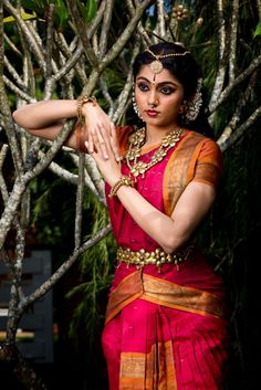 bharatanatyam - Google Search Dance Photography, Beauty Photography, Indian Classical Dance, Exotic Dance, Indian Colours, Dance Art, Folk Dance, Dance Poses, Dance Outfits