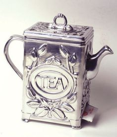 Tea Bag Dispenser: Fanciful valet for your Earl Grey! Lift lid & drop tea bags inside / Arthur Court / Victorian Trading Co.