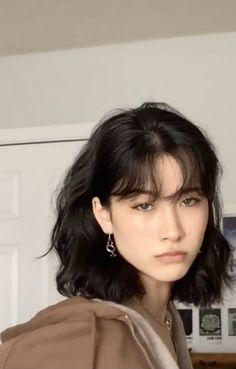 Short Hair With Bangs, Hairstyles With Bangs, Pretty Hairstyles, Girl Short Hair, Tomboy Hairstyles, Asian Short Hair, Wispy Bangs, Short Straight Hair, Short Curly Hair