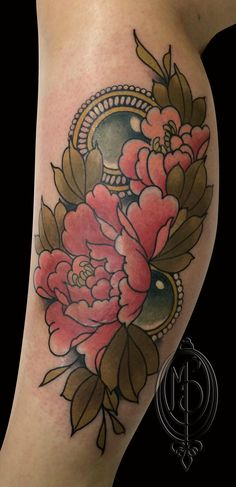 flowers neotraditional tattoo by Monique Peres