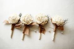 Woodland & Feather Boutonniere. Personally, I think these are too gurlie for dudes but man alive are they adorable looking. #boutonniere #feather #wedding